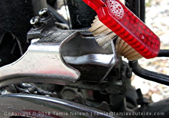 Handy Toothbrush - (c) Tamia Nelson - Verloren Hoop - Tamiasoutside.com
